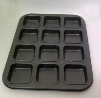 12 Cup Square Pan